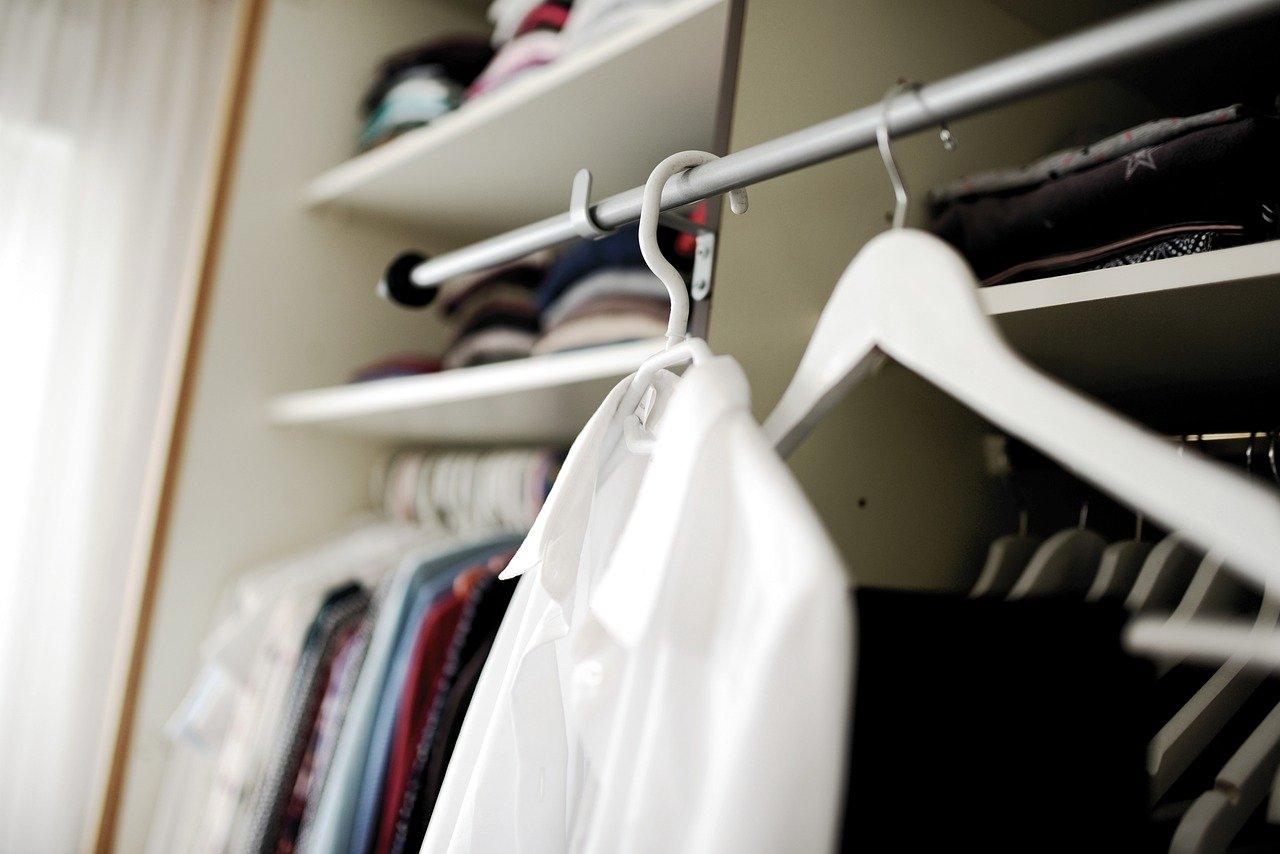 Kleidung Schrank Wäsche