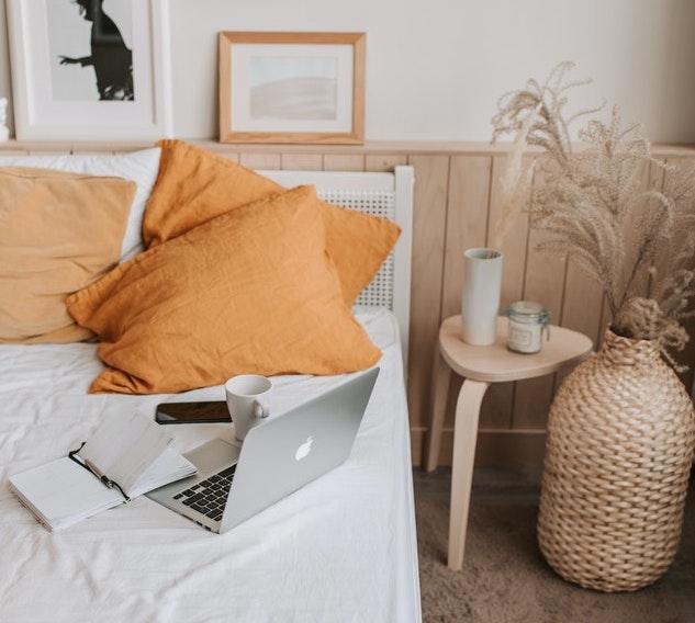 bett-als-sofa-umfunktionieren