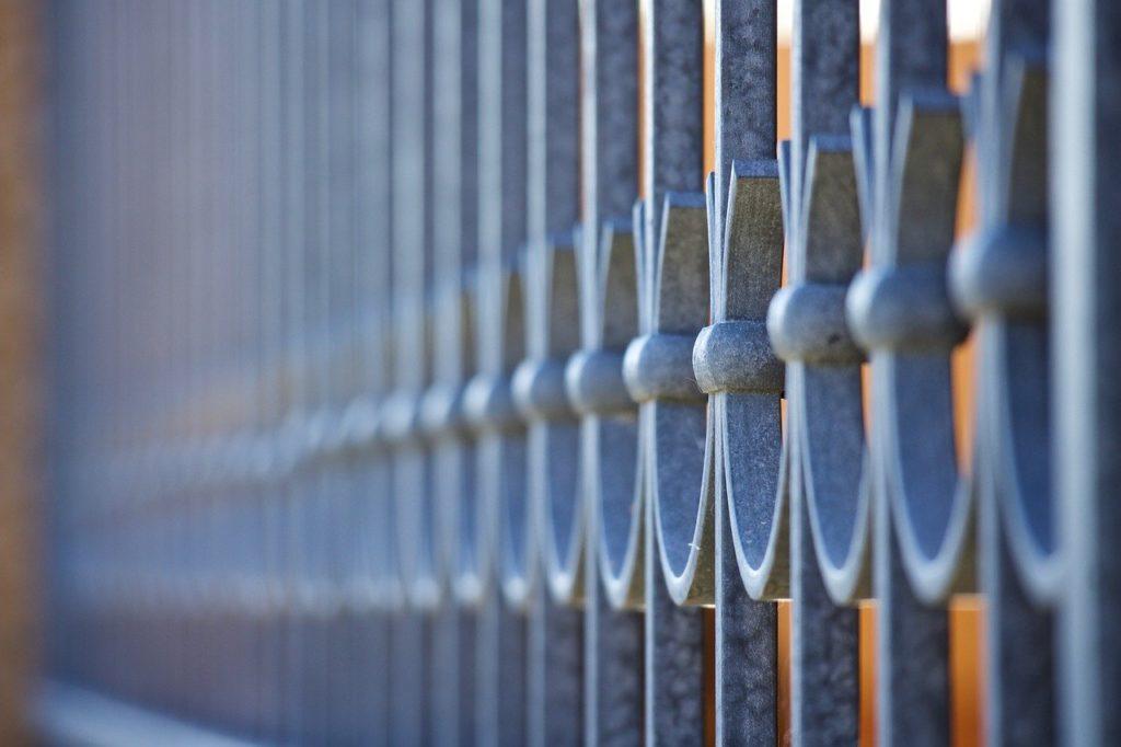 bruesting-gelander-erhoehen-markise-balkon
